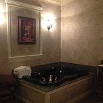 Monet - jacuzzi tub