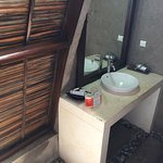 Stay in October 2016 in one of the huts close to the street. No locker in the room. Clean at fir