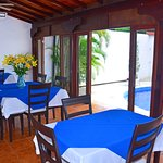 Area del comedor con aire acondicionado donde también puede disfrutar su desayuno