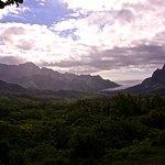 """rechts """"Mont Rotui"""" (899 m) und """"Baie d'Opunohu"""" von Aussichtspunkt Belvédère"""