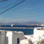 mar egeu e o cruzeiro ancorado