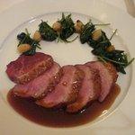 Magret de canard, cuisson parfaite. Epinard très bon avec quelques grains de raisins