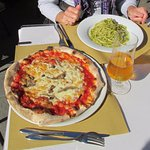Great lunch, pizza and pasta