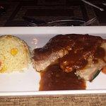 Cerdo y arroz con maíz tierno