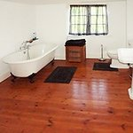 Hayloft bathroom (en suite)