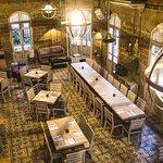 Sus espacios son agradables y perfectos para disfrutar de una buena cena