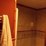 baño completo: con ducha y bañera.