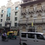 Le Ritz Iin à côté d´un des jamatkhanas d'Ahmedabad qui date de 1917