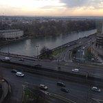 Belle vue sur la Seine du 11e étage (bonne insonorisation avec deux fenêtres dont une double vit
