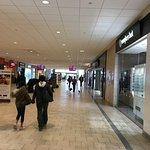 Livingston Mall - mall aisles