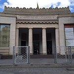 ENTRADA PRINCIPAL DESDE LA PALZA DE LOS MUSEOS