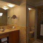 Great, spacious bathroom
