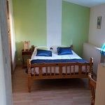 suite familiale chambre N° 4 : 1 lit double et 2 lits simples