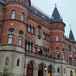 Ståtlig byggnad med anor från 1800-talet.