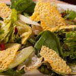 Green salad with Gouda chips!