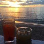Foto van Santi Beach Bar and Grill
