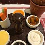 Breadbasket with 6 condiments