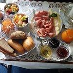 leckeres Zimmerfrühstück