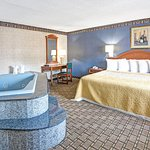 1 King Bed Suite With Jacuzzi