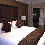 Queen Bedroom , Suite 1001