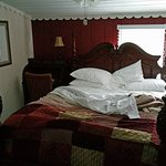 Laurel Springs Lodge - Paradise bedroom (bed)