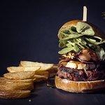 Hamburguesa Pure Glutony con bacon y medallon de queso de cabra