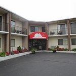 Newport Ambassador Inn & Suites