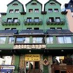 Fachada del Hotel Aran la Abuela