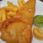 fish 'n chips with mashed peas