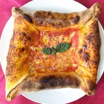 Pizza Angioina : quattro lati=quattro ripieni