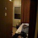 Einzelzimmer nur 15 in der ersten Hoteletage, aber von der Straße im zweiten Stock!