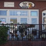 Outdoor dining at Cafe Con Leche