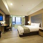 Photo of Lakeshore Hotel