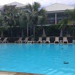 Toutes les chambres donnent sur la piscine