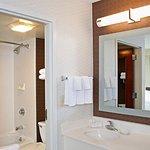 Photo de SpringHill Suites Chicago Naperville/Warrenville