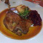 Gänsekeule mit Rotkraut und Kartoffel-Knödel