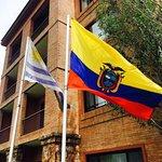Banderas de Sudamérica en la entrada del hotel!