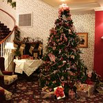 "Unique & Cozy Inn: Our ""Norman Rockwell"" Christmas...perfect place for pictures.  Nov-Jan"