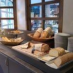 早餐: 麵包及餅