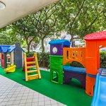 Parco giochi esterno recintato
