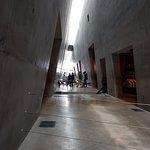 המסדרון ןהארכיטקטורה המתאימה לאווירה השואה