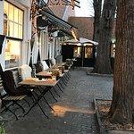 Waar vroeger Sergio kookte,runt nu zijn broer een tea-room met annex een deco winkel. Bij mooi w