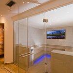 Saunabereich mit Zirbensauna und Kräuter&Soledampfbad