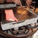 la viande sur la pierrade