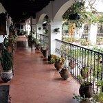 Santo Tomas Hotel Resmi