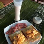 Scambled eggs with bacon and toast, fab bananna shake on the side...