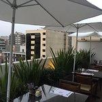 Una vista increíble de la terraza-restaurant.