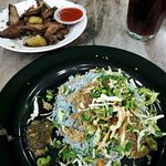 The blue rice with the veggies give a good crunch. Green chilli sauce and the meats all go toget