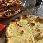 Pizza - Vegetariana y Cuatro Quesos
