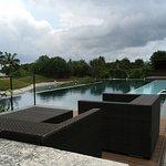 高級ホテルにある屋外プール